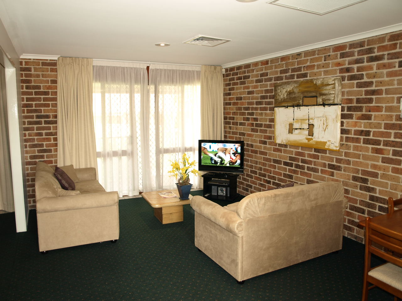 Beenleigh Yatala Motor Inn executive suite lounge